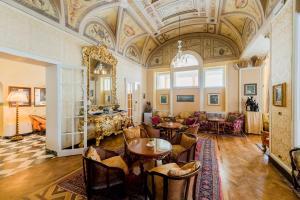 Ein Restaurant oder anderes Speiselokal in der Unterkunft Grand Hotel Villa Serbelloni