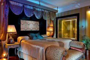 A bed or beds in a room at Gonluferah Thermal Hotel