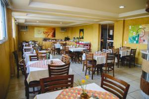 A restaurant or other place to eat at Robusti Plazza Hotel