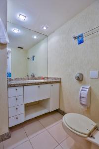 A bathroom at Quality Hotel Niterói
