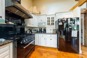 A kitchen or kitchenette at Paradise On Cape Cod