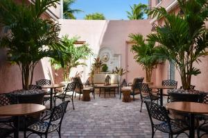 A restaurant or other place to eat at Casa Victoria Orchid