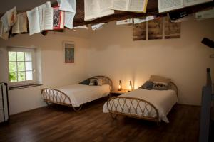 A bed or beds in a room at Le Clos de la Vigneronne