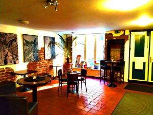 Ein Restaurant oder anderes Speiselokal in der Unterkunft Altstadt-Hostel CVJM Lübeck