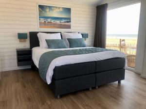 Een bed of bedden in een kamer bij STRAND 21 hotelchalets