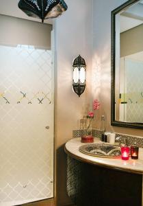 Salle de bains dans l'établissement Avani Victoria Falls Resort
