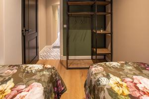 A bed or beds in a room at Suite 105