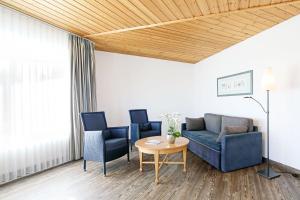 A seating area at Dorint Resort Winterberg Sauerland