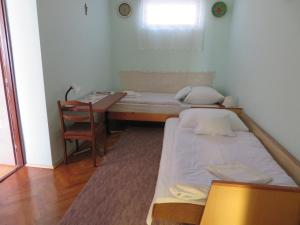 A bed or beds in a room at Csányi vendégház
