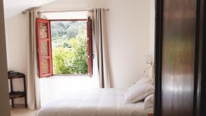 A bed or beds in a room at Hotel Cortijo Las Piletas
