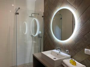 A bathroom at Oasis Resort