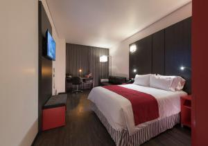 A bed or beds in a room at Ramada Encore by Wyndham San Luis Potosi