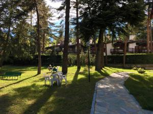 A garden outside San Francesco Teleo Vacanze