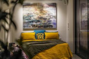 Ένα ή περισσότερα κρεβάτια σε δωμάτιο στο ApArt Suite