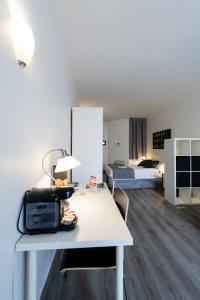 A kitchen or kitchenette at Aparthotel Atenea Calabria