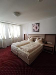 A bed or beds in a room at Apart Business Hotel
