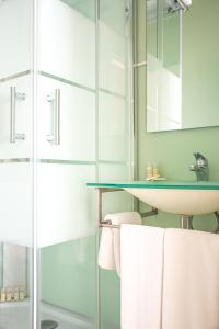 A bathroom at O'Porto Seven - Guest House