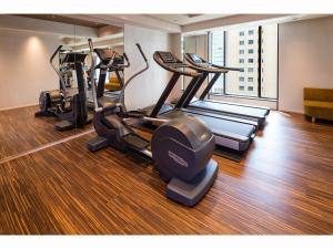 The fitness centre and/or fitness facilities at Marunouchi Hotel