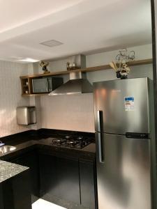 A kitchen or kitchenette at Apto Charme_Cabo Frio/RJ (02)