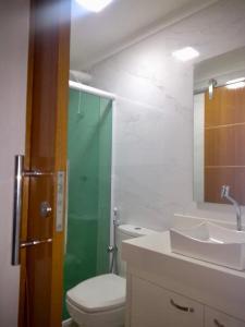 A bathroom at Apto Charme_Cabo Frio/RJ (02)