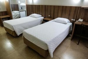 A bed or beds in a room at Hotel Alvorada