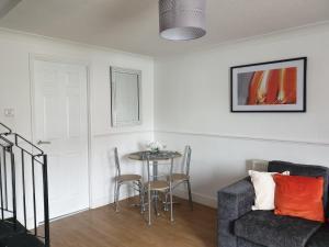 A seating area at Swindon Denbeck House - EnterCloud9SA
