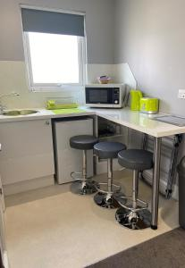 A kitchen or kitchenette at The Rivendell Studios