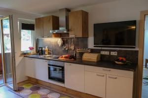 Küche/Küchenzeile in der Unterkunft Ferienwohnungen Hechenblaikner