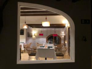 Un restaurante o sitio para comer en La Almendra y El Gitano