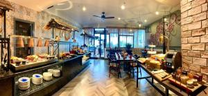A restaurant or other place to eat at Prostyle Hotel Ho Chi Minh プロスタイルホテルホーチミン