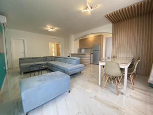 A seating area at B&T Apartments