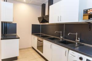 Кухня или мини-кухня в SV Хостел