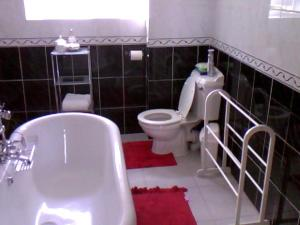 A bathroom at No 7 Priory Guest House