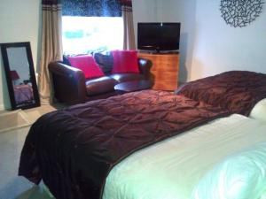 A bed or beds in a room at No 7 Priory Guest House