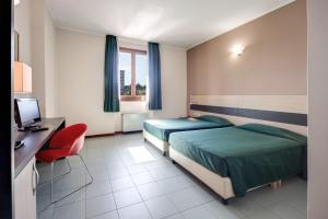 A bed or beds in a room at Hotel Alba Roma