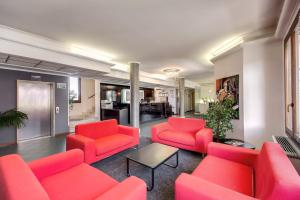 The lounge or bar area at Hotel Alba Roma