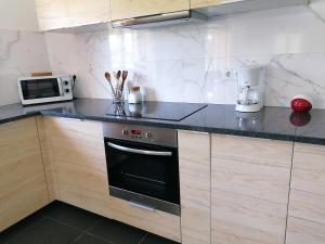 A kitchen or kitchenette at Casa Moderna Proxima da Praia