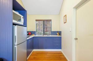 A kitchen or kitchenette at Island Brook Estate Winery and Chalets