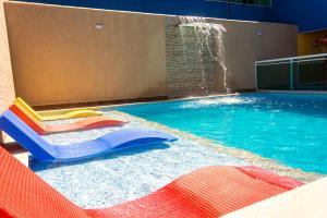 A piscina localizada em Pousada Laguna Hotel ou nos arredores
