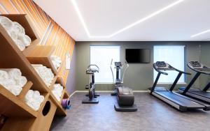 The fitness center and/or fitness facilities at Holiday Inn Express Brisbane Central