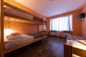 Двухъярусная кровать или двухъярусные кровати в номере Отель Спорт