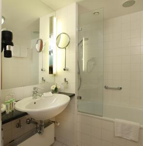 Ein Badezimmer in der Unterkunft Lindner Hotel Dom Residence