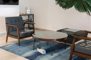 A seating area at SAVV HOTEL