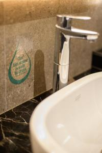 A bathroom at SAVV HOTEL