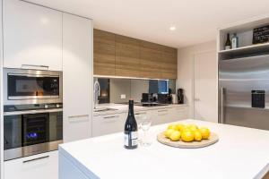 A kitchen or kitchenette at Executive 2 Storey Sydney Apartment with Pool