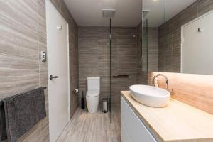 A bathroom at Executive 2 Storey Sydney Apartment with Pool