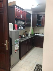 A kitchen or kitchenette at Happy House