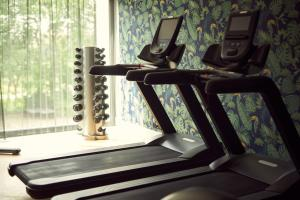The fitness centre and/or fitness facilities at Van der Valk Hotel Antwerpen