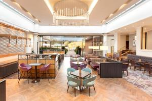 A restaurant or other place to eat at Crowne Plaza Reading