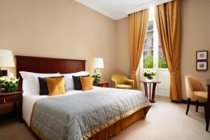 A bed or beds in a room at Corinthia Budapest
